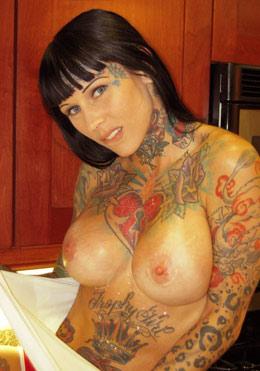 Michelle Bombshell nude